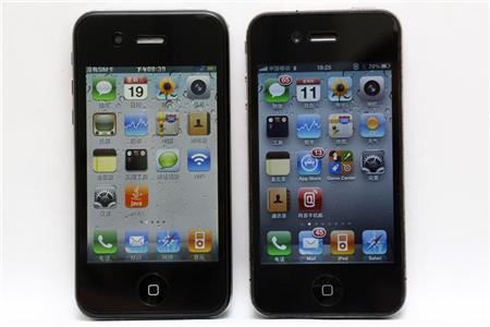 A ''hiPhone 5'' (L) and Apple's iphone 4 are pictured in Shanghai August 11, 2011. The newest version of Apple Inc's popular iPhone has already hit the Chinese market -- the fake market that is.The 'hiPhone 5' is selling for as little as 200 yuan ($31) on China's top e-commerce platform Taobao, which is owned by Alibaba Group. REUTERS/Aly Song