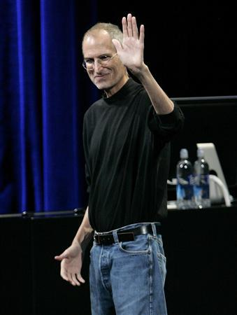 Steve Jobs waves at the end of a special event in San Francisco in this September 9, 2009 file photo. REUTERS/Robert Galbraith/Files