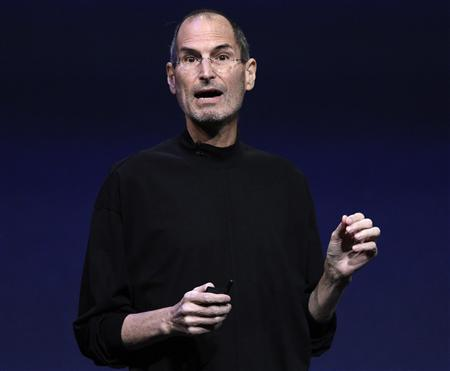 Steve Jobs introduces the iPad 2 on stage during an Apple event in San Francisco, California in this March 2, 2011 file photo. REUTERS/Beck Diefenbach/Files