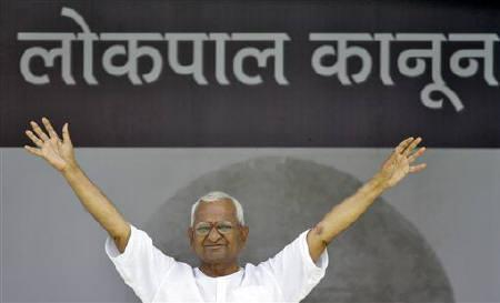 Veteran social activist Anna Hazare waves to his supporters on the tenth day of his fasting at Ramlila grounds in New Delhi August 25, 2011. REUTERS/Parivartan Sharma