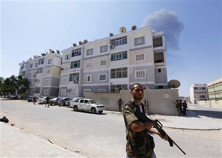 Rebel fighters secure an area during fighting in Abu Slim in Tripoli, August 25, 2011.  REUTERS/Anis Mili
