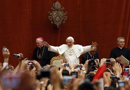 Pope Benedict XVI waves as he arrives to lead the weekly general audience at his summer residence of Castel Gandolfo, in southern Rome, August 24, 2011. REUTERS/Alessandro Bianchi