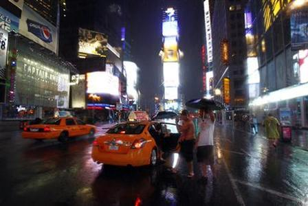 People get in a cab at Times Square in New York as rains fall before Hurricane Irene hits August 27, 2011.REUTERS/Peter Jones