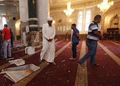 Residents inspect the site of a blast inside Umm al-Qura mosque in Baghdad's Ghazaliya district August 29, 2011. REUTERS/Mohammed Ameen