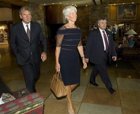 International Monetary Fund chief Christine Lagarde (C) arrives at the opening reception and dinner for the Federal Reserve Bank of Kansas City Economic Policy Symposium in Jackson Hole, Wyoming August 25, 2011. REUTERS/Price Chambers