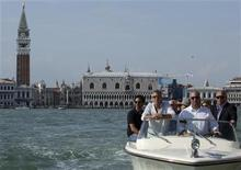 <p>U.S. actor George Clooney (2nd L) arrives by speedboat in Venice August 30, 2011. REUTERS/Manuel Silvestri</p>