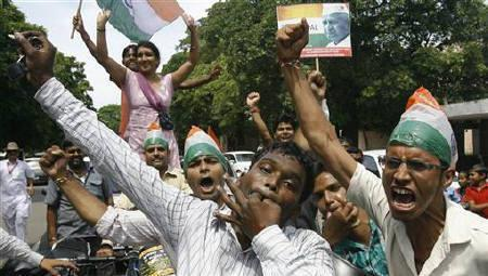 Supporters of veteran social activist Anna Hazare celebrate after Hazare ended his fast in Chandigarh August 28, 2011. REUTERS/Ajay Verma