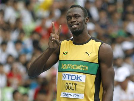 Usain Bolt of Jamaica gestures before the start of his men's 200 metres heat at the IAAF World Championships in Daegu, September 2, 2011. REUTERS/Mark Blinch
