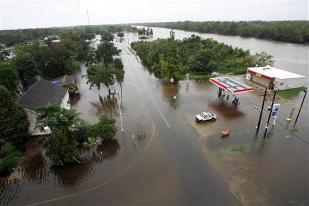 Waters flood the streets near a gas station as Tropical Storm Lee slowly makes landfall in Lafitte, Louisiana September 4, 2011. REUTERS/Dan Anderson