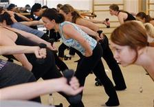 <p>Women participate in exercises in New York in this picture taken March 28, 2011. REUTERS/Shannon Stapleton</p>