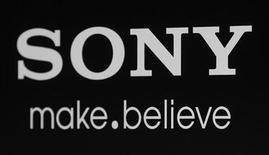 """<p>Foto de archivo del logo de Sony expuesto durante una presentación de la cinta """"Colombiana"""" en Los Angeles, ago 24 2011. Sony eligió a un ex funcionario del Departamento de Seguridad Nacional de Estados Unidos para el nuevo cargo de jefe de seguridad de información, meses después de que un ataque pirata filtrara información de 100 millones de cuentas de usuarios de sus redes de videojuegos. REUTERS/Fred Prouser</p>"""