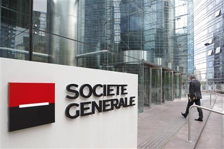 An employee enters the headquarters of French bank Societe Generale, the country's second largest, at La Defense, west of Paris, in this August 11, 2011 file photo. REUTERS/John Schults/Files