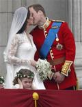 <p>Britain's Prince William and his wife Catherine, Duchess of Cambridge kiss as they stand on the balcony at Buckingham Palace with other members of their families, after their wedding in Westminster Abbey, in central London April 29, 2011. REUTERS/Dylan Martinez</p>