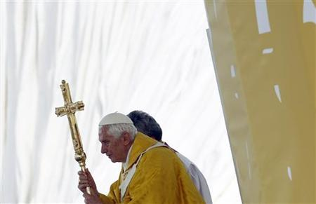Pope Benedict XVI (R) leads a mass at the Cuatro Vientos aerodrome as part of World Youth Day festivities in Madrid August 21, 2011. REUTERS/Tony Gentile