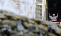 <p>Pope Benedict XVI waves as he arrives to lead the Sunday angelus prayer from the window of his private apartment in Saint Peter's Square at the Vatican July 3, 2011. REUTERS/Max Rossi</p>