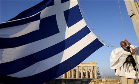 A Greek presidential guard hoists the Greek flag in front of the Parthenon temple at the Acropolis hill in Athens October 3, 2010. Greece's presidential guard hoists the national flag on the Acropolis hill every Sunday. REUTERS/John Kolesidis