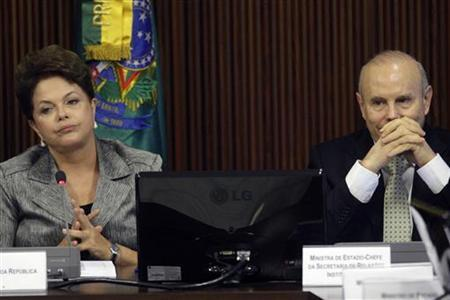Brazil's President Dilma Rousseff (L) and Finance Minister Guido Mantega attend a meeting with a political council in Brasilia August 29, 2011. REUTERS/Ueslei Marcelino