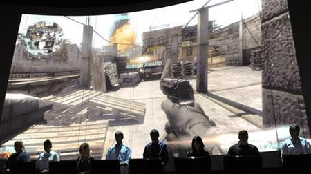 Eighteen gamers demonstrate Electronic Arts' soon to be released Medal of Honor's online multiplayer feature during their press briefing ahead of the Electronic Entertainment Expo (E3) at the Orpheum Theater in Los Angeles, California June 14, 2010. REUTERS/Gus Ruelas
