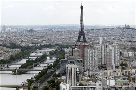 The Eiffel tower and the river Seine are seen in an aerial view in Paris July 14, 2011. REUTERS/Charles Platiau