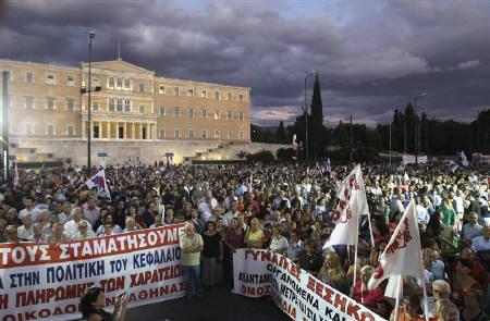 Protesters by the Greek Communist-affiliated trade union PAME attend a rally in front of the parliament against the government's plans for new austerity measures in Athens September 21, 2011. REUTERS/John Kolesidis