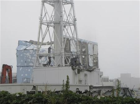 Reactor building cover of unit 4 of the tsunami-crippled Fukushima Daiichi nuclear power plant in Fukushima prefecture, is seen in this handout picture taken on September 15, 2011. Photo taken September 15, 2011. REUTERS/Tokyo Electric Power Co/Handout