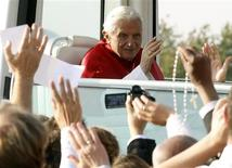 <p>Pope Benedict XVI waves from the Popemobile after celebrating the Eucharist in the southwest German town of Freiburg, September 25, 2011. REUTERS/Arnd Wiegmann</p>
