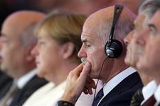 <p>German Chancellor Angela Merkel and Greek Prime Minister George Papandreou attend a meeting of the BDI (Federational German Industries) in Berlin, September 27, 2011. REUTERS/Tobias Schwarz</p>