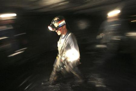 A coal worker in the Crandall Canyon Mine, northwest of Huntington, Utah, August 8, 2007. REUTERS/Rick Bowmer