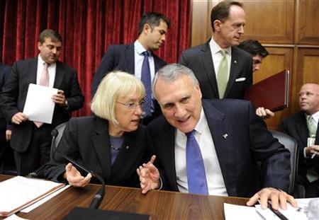 Congressional Super Committee members Co-Chair Sen. Patty Murray (D-WA), (L) chats with Sen. Jon Kyl (R-AZ) as Sen. Pat Toomey (R-PA), (R, rear) walks past, as members arrive to open its inaugural meeting to search for at least $1.2 trillion in new deficit reductions, in Washington, DC, September 8, 2011. REUTERS/Mike Theiler