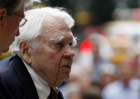 CBS News 60 Minutes commentator Andy Rooney arrives for the funeral service for longtime CBS News anchor Walter Cronkite at St.Bartholomew's Church in New York, July 23, 2009. REUTERS/ Mike Segar