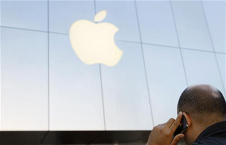 A man uses an iPhone outside the Apple store in Santa Monica, California August 24, 2011. REUTERS/Mario Anzuoni