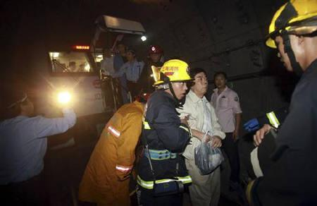 Rescue workers evacuate an injured man in the underground tunnel of Yu Yuan Garden station after a subway train collision in Shanghai September 27, 2011. REUTERS/Stringer