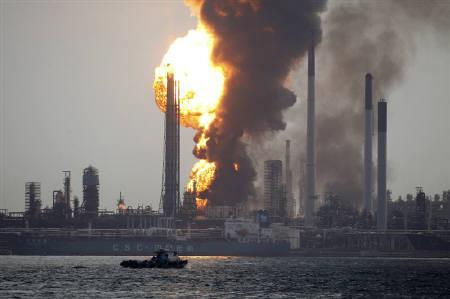 Smoke and flames engulf the Royal Dutch Shell's Pulau Bukom offshore petroleum complex in Singapore September 28, 2011. REUTERS/Edgar Su