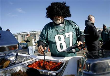 A Philadelphia Eagles fan helps himself to some hot dogs during a tailgate party before the Indianapolis Colts versus the Philadelphia Eagles game in Philadelphia, Pennsylvania November 7, 2010. REUTERS/Tim Shaffer