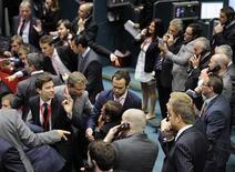 <p>Clerks at work at the London Metal Exchange, London, July 22, 2011. REUTERS/Paul Hackett</p>