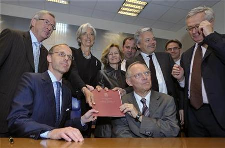 Luxembourg's Prime Minister and Eurogroup chairman Jean-Claude Juncker (1st Row L), Treasury Minister Luc Frieden (1st Row L) and Euro zone finance ministers gather around the European Financial Stability Facility (EFSF) in Luxembourg June 7, 2010. REUTERS/Eric Vidal