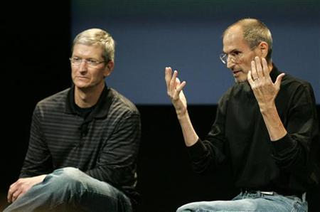 Tim Cook and Steve Jobs answers questions during a press conference on antenna problems with the iPhone 4 at Apple headquarters in Cupertino, July 16, 2010. REUTERS/Kimberly White