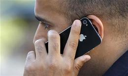 <p>A man uses an Apple iPhone in Santa Monica, California August 24, 2011. REUTERS/Mario Anzuoni</p>