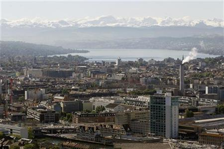 A general view shows the city of Zurich, Lake Zurich and the eastern Swiss Alps May 18, 2011. REUTERS/Arnd Wiegmann