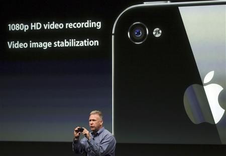 Philip Schiller, Apple's senior vice president of Worldwide Product Marketing, speaks about the HD video on the iPhone 4S at Apple headquarters in Cupertino, California October 4, 2011. REUTERS/Robert Galbraith