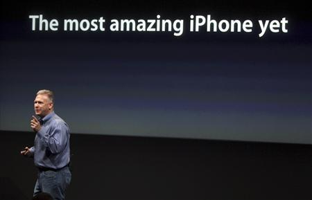 Philip Schiller, Apple's senior vice president of Worldwide Product Marketing, speaks about the iPhone 4S at Apple headquarters in Cupertino, California October 4, 2011. REUTERS/Robert Galbraith