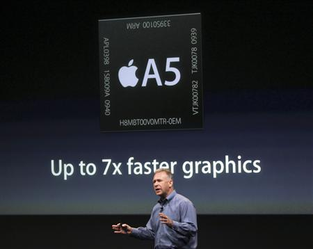 Philip Schiller, Apple's senior vice president of Worldwide Product Marketing, speaks about the A5 processor at Apple headquarters in Cupertino, California October 4, 2011. REUTERS/Robert Galbraith