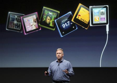 Philip Schiller, Apple's senior vice president of Worldwide Product Marketing, speaks about the iPod Nano at Apple headquarters in Cupertino, California October 4, 2011. REUTERS/Robert Galbraith