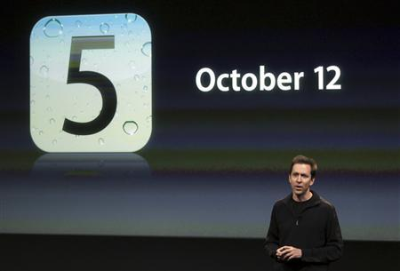 Scott Forstall, senior vice president of iPhone Software at Apple, speaks about iOS5 at Apple headquarters in Cupertino, California October 4, 2011. REUTERS/Robert Galbraith