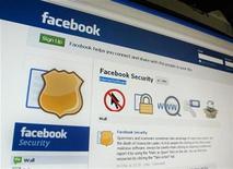 <p>Foto de archivo del sitio web de Facebook visto desde un ordenador en Singapur, mayo 11 2011. Facebook estrenó el lunes la aplicación largamente esperada para el iPad, y presentó un soporte para los juegos sociales para las versiones móviles de su servicio. REUTERS/Tan Shung Sin</p>