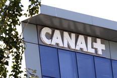 <p>Canal+ a dévoilé jeudi une nouvelle offre de vidéo à la demande par abonnement, un marché encore peu exploité en France. Le numéro un de la télévision payante en France espère s'y imposer avant l'arrivée redoutée de nouveaux acteurs étrangers, Netflix en tête. /Photo d'archives/REUTERS/Charles Platiau</p>