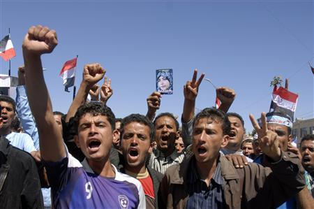 Anti-government demonstrators march during a protest to demand the ouster of Yemen's President Ali Abdullah Saleh in Sanaa October 15, 2011. REUTERS/Mohamed al-Sayaghi