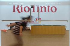 <p>A woman runs past the reception desk of the Rio Tinto Limited Shanghai Representative Office in Shanghai March 22, 2010. REUTERS/Stringer</p>