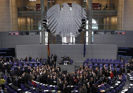 General view of members of the German lower house of parliament casting their vote on boosting the firepower of the euro zone rescue fund, at the Bundestag in Berlin October 26, 2011. REUTERS/Thomas Peter