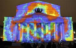 <p>People look at the illuminated Bolshoi Theatre on the eve of its reopening in central Moscow October 27, 2011. REUTERS/Sergei Karpukhin</p>